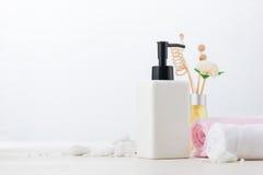 Decoração dos termas Composição dos termas com branco da aromaterapia Fotografia de Stock Royalty Free