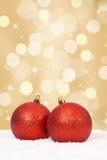 Decoração dourada das bolas do Natal com copyspace Fotos de Stock