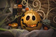 Decoração dourada do outono da abóbora do Dia das Bruxas Imagem de Stock