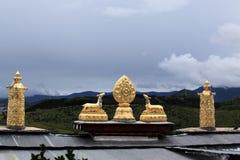 Decoração dourada do templo da Buda de Songzanlin fotos de stock