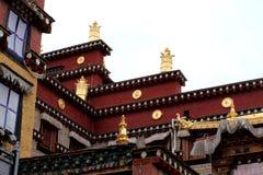 Decoração dourada do templo da Buda de Songzanlin fotografia de stock