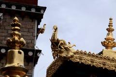Decoração dourada do templo da Buda de Songzanlin imagem de stock royalty free