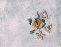 Decoração e caixas de presente do Natal Envolvendo presentes de Natal Imagens de Stock Royalty Free