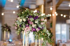 Decoração e flores bonitas em um casamento fotos de stock royalty free