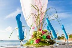 Decoração e utensílios de mesa da tabela do casamento Imagem de Stock Royalty Free