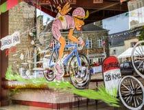 Decoração engraçada da loja de janela - Tour de France 2015 fotografia de stock