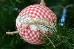 Decoração especial da bola da árvore de Natal imagem de stock