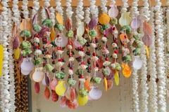 Decoração feita de shell coloridos do mar Imagem de Stock