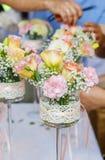 Decoração floral com as flores do cravo e do eustoma Fotografia de Stock Royalty Free
