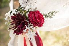 Decoração floral do casamento no arco do casamento Imagem de Stock