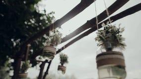 Decoração, frascos de suspensão com flores filme