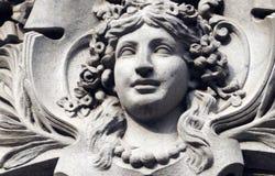 Decoração grega da cara da mulher da pedra do estilo em uma construção em México Imagem de Stock