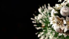 Decoração incomum com flores - um brinquedo redondo sobre filme