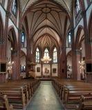 Decoração interior da catedral da igreja Católica imagem de stock