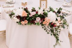 Decoração magnífica de tabelas do casamento Fotos de Stock