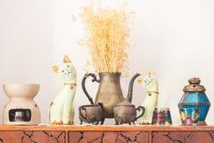 A decoração na mesa de madeira foto de stock royalty free