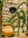 Decoração na rua antiga da vila de Eze Provence, France fotos de stock