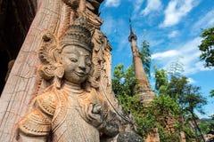 A decoração no canto do pagode antigo no lago Inle, Myanmar imagens de stock