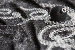 Decoração preta festiva do Natal com Natal preto à moda Imagens de Stock