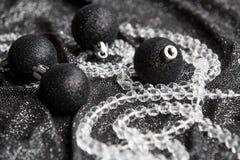 Decoração preta festiva do Natal com Natal preto à moda Foto de Stock