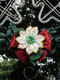 Decoração reciclada da árvore de Natal baseada em garrafas do ANIMAL DE ESTIMAÇÃO imagens de stock