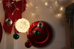 A decoração simples do feriado ilumina acima um canto fotografia de stock royalty free