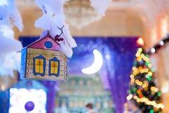 Decoração sob a forma de uma casa feita à mão pelo ano novo Fotografia de Stock Royalty Free