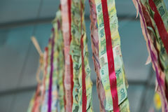 Decoração tailandesa da cédula que pendura no estilingue para o ceremon religioso Fotografia de Stock