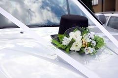 Decoração Wedding do carro dos noivos fotografia de stock royalty free