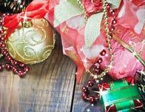 Decorações, balões e presentes do Natal foto de stock royalty free