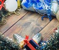 Decorações, balões e presentes do Natal fotos de stock
