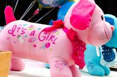 Decorações bem-vindas da festa do bebê na tabela Fotografia de Stock Royalty Free