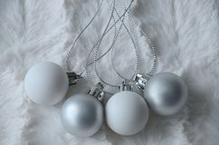 Decorações brancas e de prata do Natal Fotografia de Stock