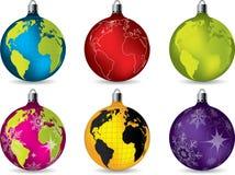 Decorações brilhantes do Natal com mapa de mundo Imagens de Stock Royalty Free