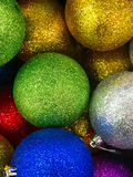 Decorações brilhantes do Natal em cores diferentes Fotos de Stock Royalty Free