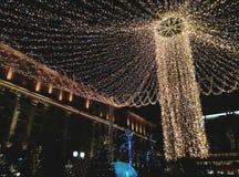 Decorações brilhantes do Natal nas ruas de Rússia foto de stock royalty free
