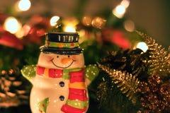 Decorações cerâmicas do boneco de neve e do Natal Foto de Stock