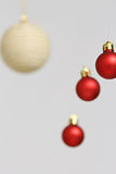 Decorações coloridas das bolas do Natal Fotografia de Stock Royalty Free