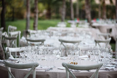 Decorações da celebração no casamento no restaurante exterior Imagem de Stock Royalty Free