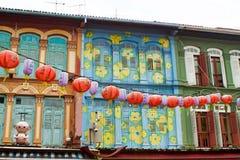 Decorações da rua na cidade da porcelana, Singapura imagem de stock royalty free