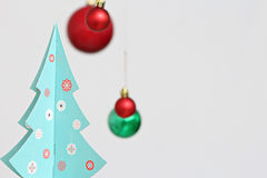 Decorações das bolas do Natal e árvore de Natal coloridas Fotografia de Stock
