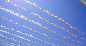 Decorações de papel e céu azul Fotos de Stock