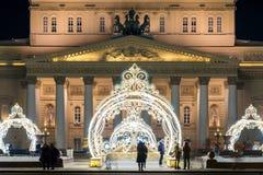Decorações do ano novo na frente do teatro de bailado de Bolshoi em Moscou imagens de stock