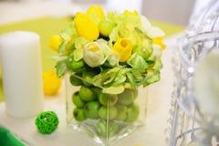 Decorações do casamento Ajuste bonito da tabela do feriado com maçãs imagem de stock