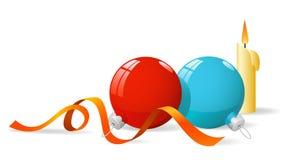 Decorações do Natal azuis e esfera vermelha com flama ilustração stock
