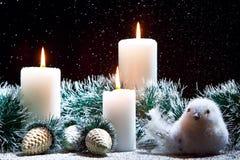 Decorações do Natal com velas Fotografia de Stock Royalty Free