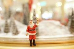 Decorações do Natal de Santa Claus na alameda Imagem de Stock Royalty Free