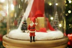 Decorações do Natal de Santa Claus na alameda Foto de Stock