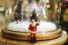 Decorações do Natal de Santa Claus na alameda Fotos de Stock
