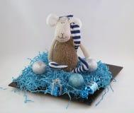 Decorações do Natal e mascote macia dos carneiros do brinquedo da vinda do ano novo fotos de stock